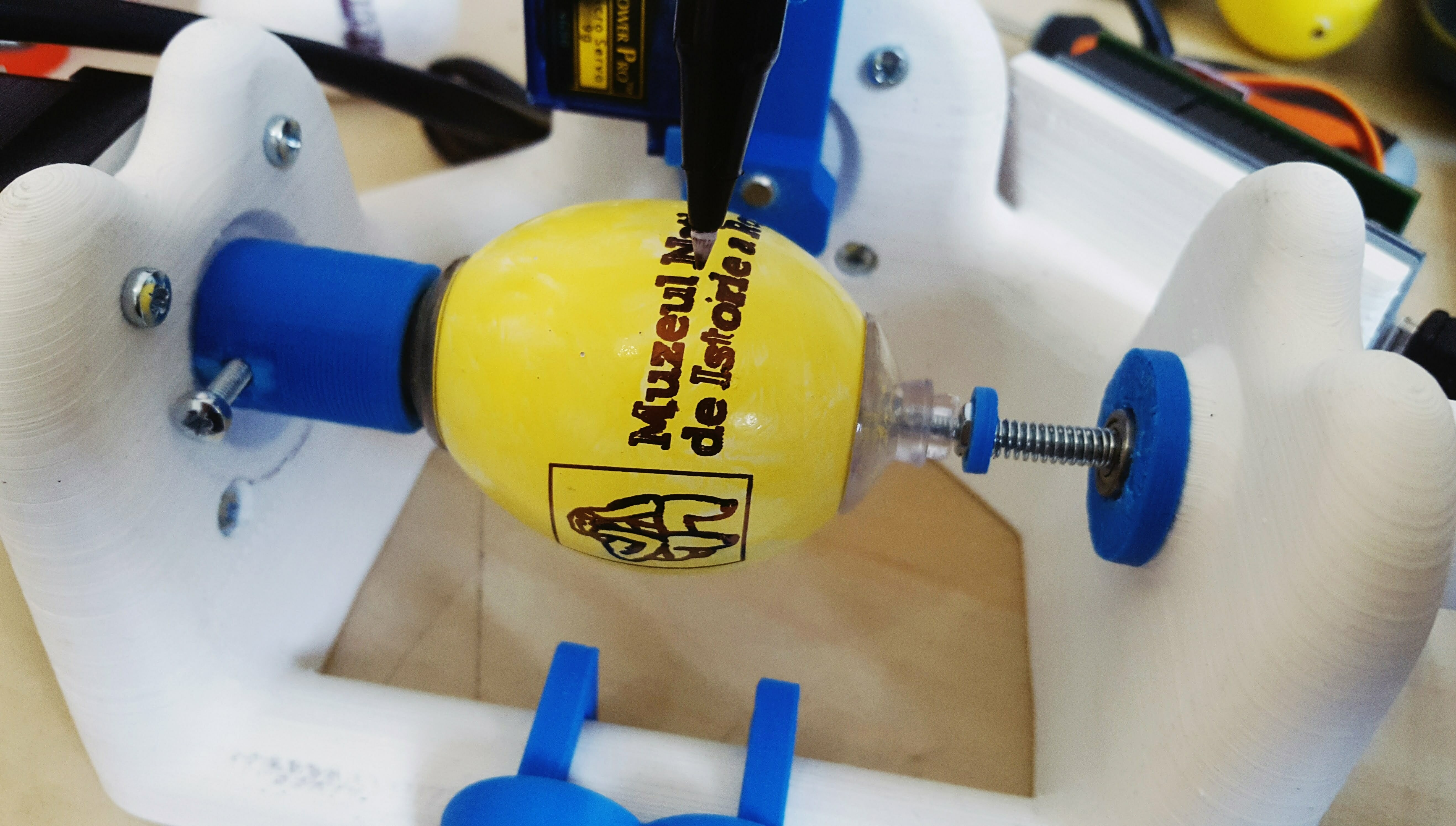 "Atelier de Paște ""Eggbots istorice"""
