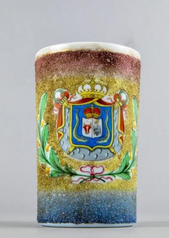 Cupa Unirii - paharul de porțelan glazurat din patrimoniul MNIR, care poartă stema de tranziție a Principatelor Unite - capul de bour al Moldovei și acvila cruciată a Țării Românești, stema fiind încadrată cu frunze de stejar, legate cu fundă roșie