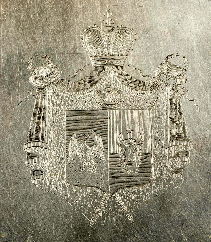 Detaliu al platoului de argint, care i-a aparținut domnitorului Alexandru Ioan Cuza