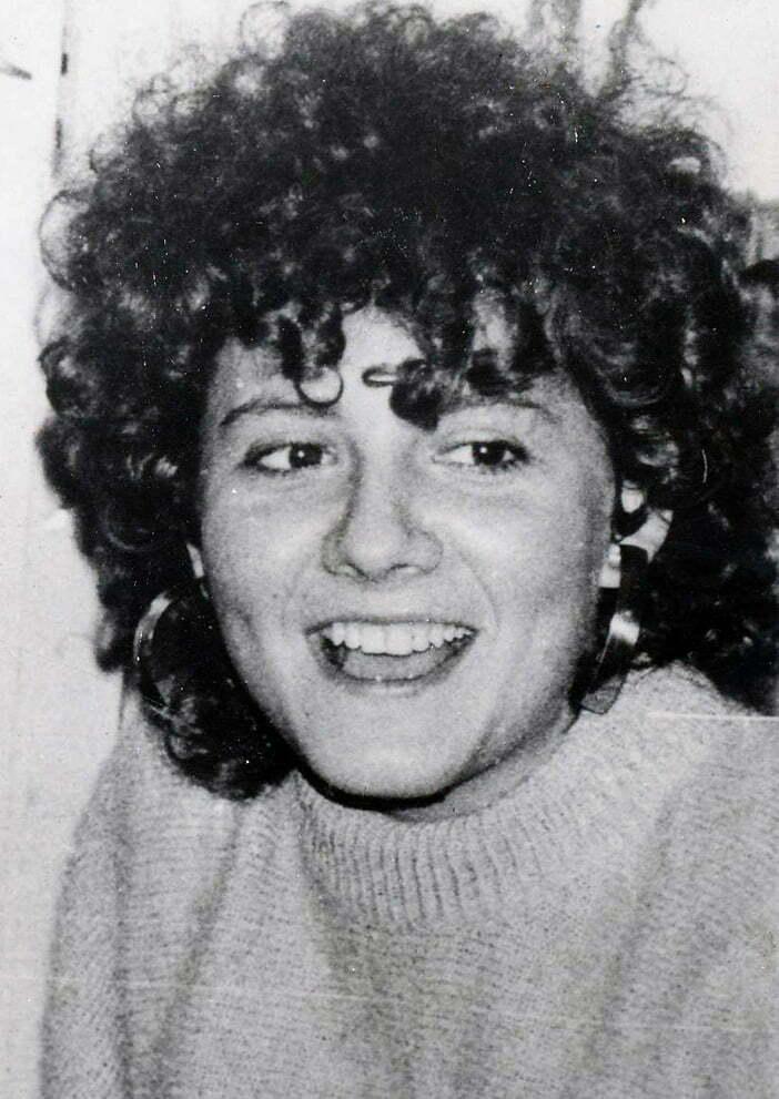 Fotografie alb-negru reprezentând-o pe Donea Alexandra Diana